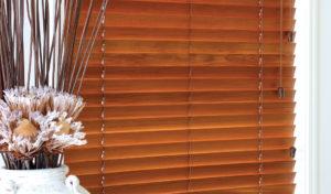 طريقة تركيب الستائر الخشبية خبراء المملكة